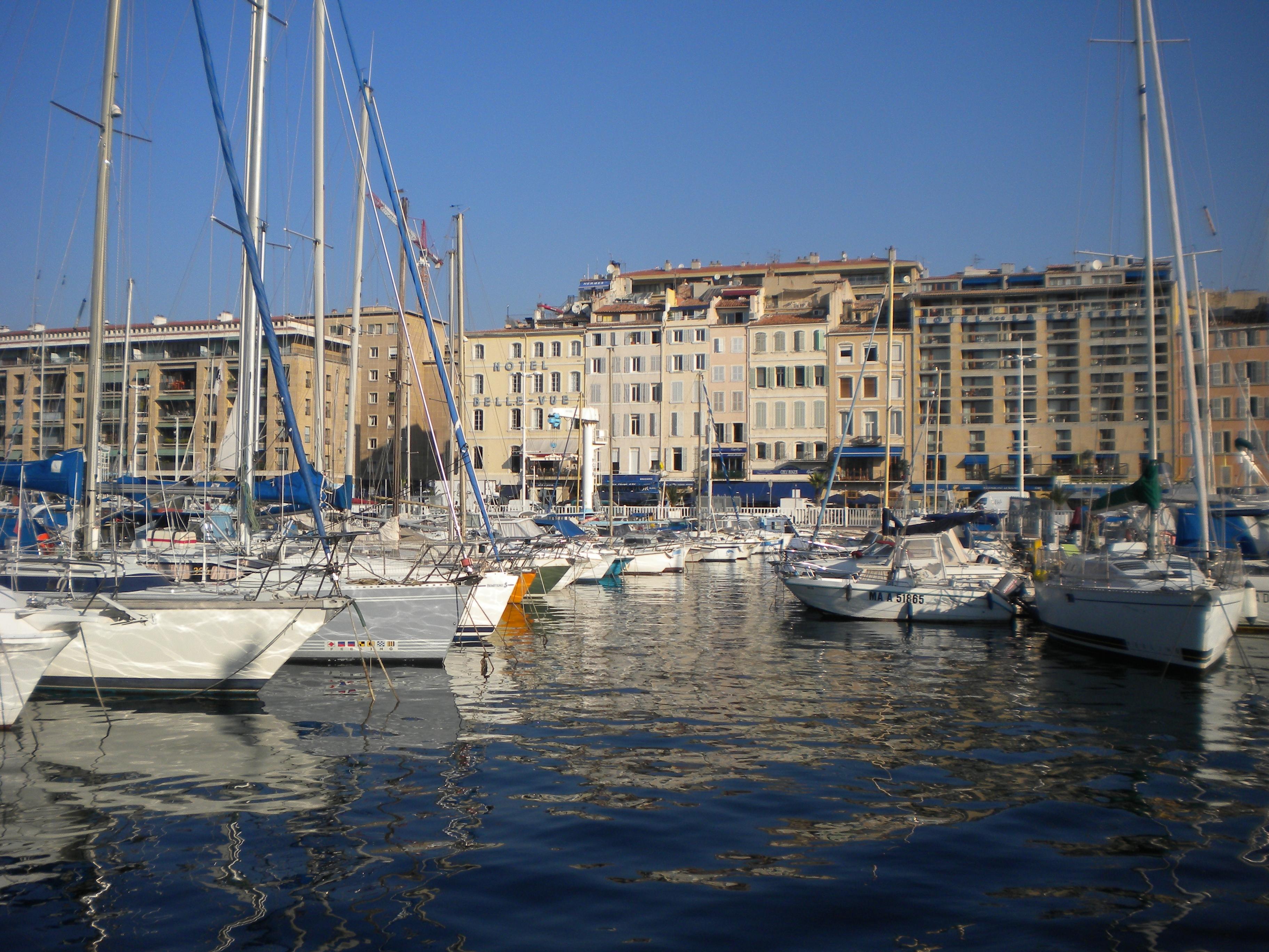 Les calanques 2 vieux port temporarily lost - Bouillabaisse marseille vieux port ...