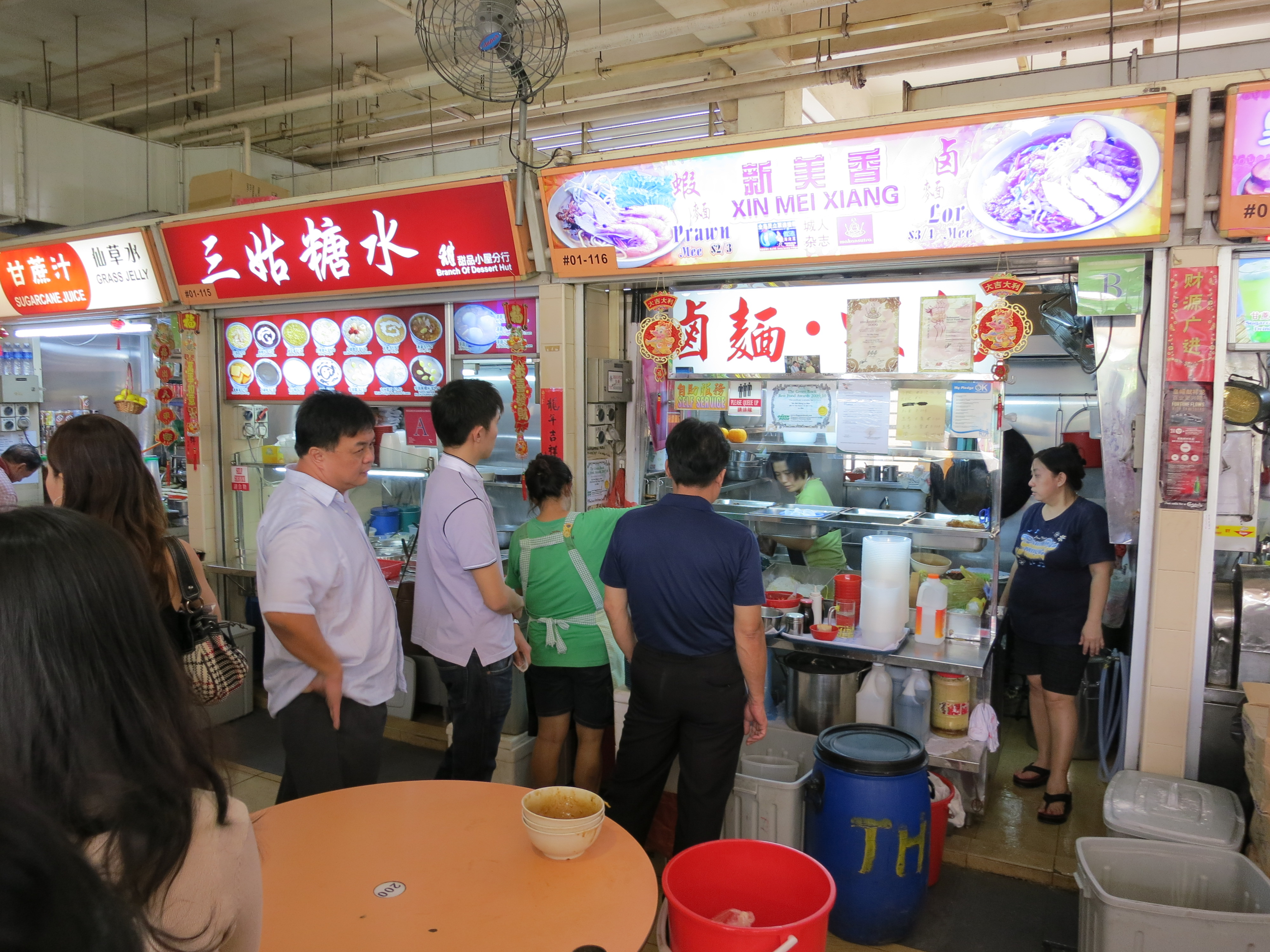 Food 3 – Waiting in line for my Xin Mei Xiang Lor Mee | Temporarily Lost
