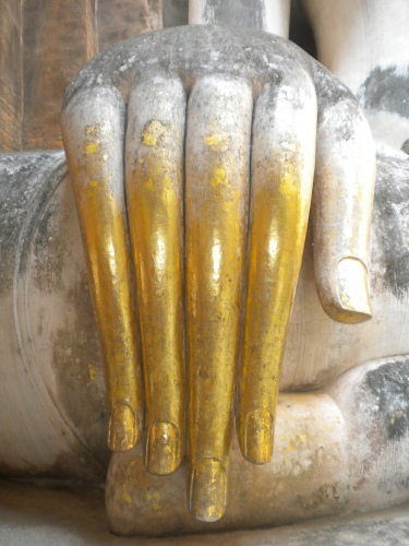 The hand of the seated Buddha at Wat Si Chum