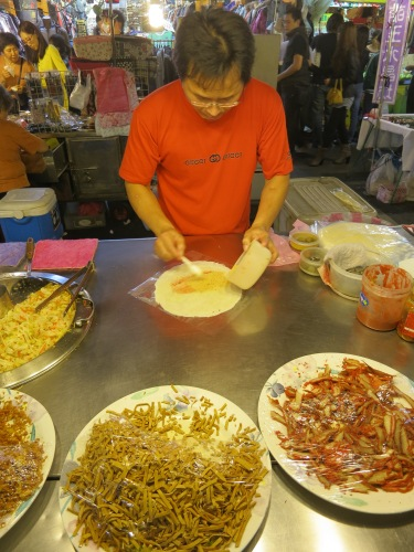 A street vendor preparing my Steamed Spring Roll (Run Bing)