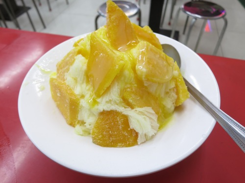 The reigning king of Taiwanese desserts: massive mounds of shaved ice topped with various frozen fruits, sugars, and syrups.  These may similar to creations from other countries, but nothing compares to the glutinous delights of an authentic Taiwanese Shaved Ice Mound