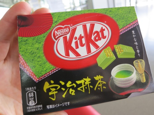 Mmmmm, Green Tea and Cherry Blossom flavored Kit Kats in Japan