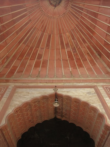 Jama Masjid 6 - Looking up at Arch