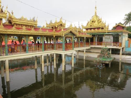 Botataung Paya 14 - Pond
