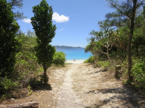 The path down to Furuzamami Beach