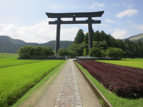Just outside of town lies the GIANT Torii gate that is Oyunohara
